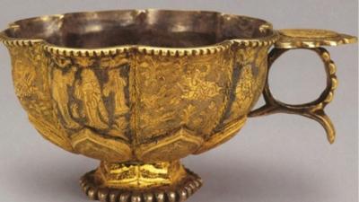 陝西歷史博物館藏唐代仕女狩獵紋八瓣葵口銀鎏金杯(作者提供)