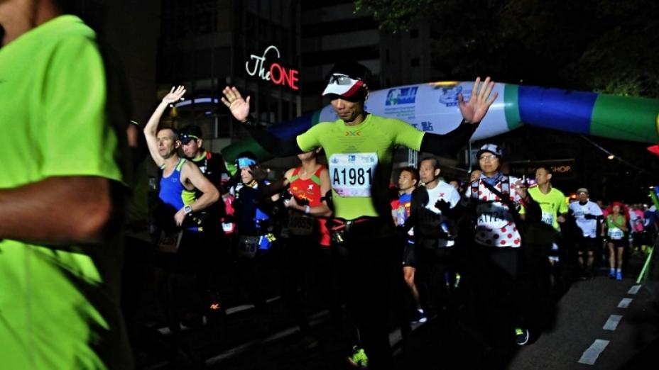 2015年香港馬拉松 逾7萬健兒與時間競賽