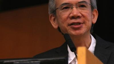 林煥光與學生合作,圖文並茂地講述他的「中港故事」。(灼見名家圖片)