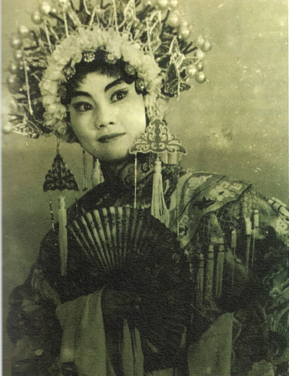 Early in her studies with Shapingba Chuanju Troupe, 1981.