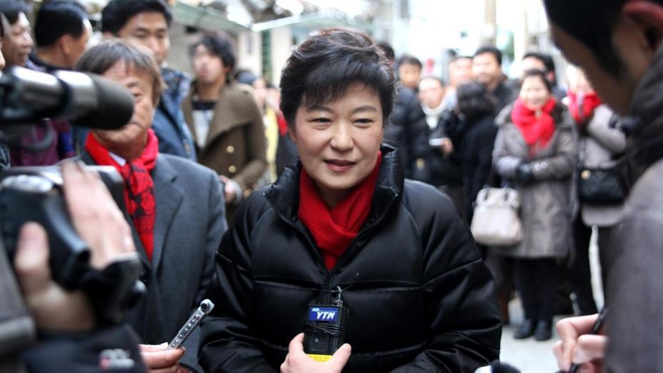 韓國民主化以來,竟有四位總統,即全斗煥、盧泰愚、盧武鉉與朴槿惠,或在任上,或卸任後,受到清算。(朴槿惠Facebook)