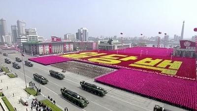 金正恩在金日成105歲冥誕舉行了大型的閱兵典禮(亞新社)