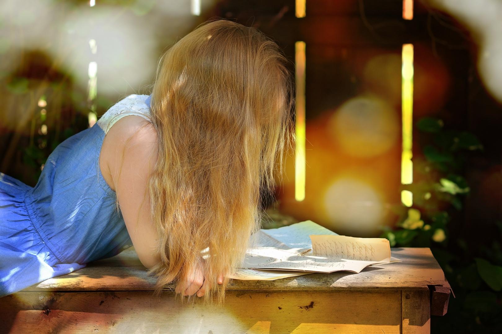 廣泛閱讀,宜從年幼時開始,從繪本閱讀開始。(Peakpx)