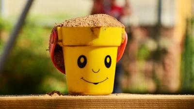 能懂與「沙」一起活動的孩子,其生命力是强的。(Pixabay)