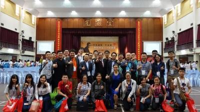 圖五:中華獨立中學的謝上才校長分享李光前和陳嘉庚前輩的故事