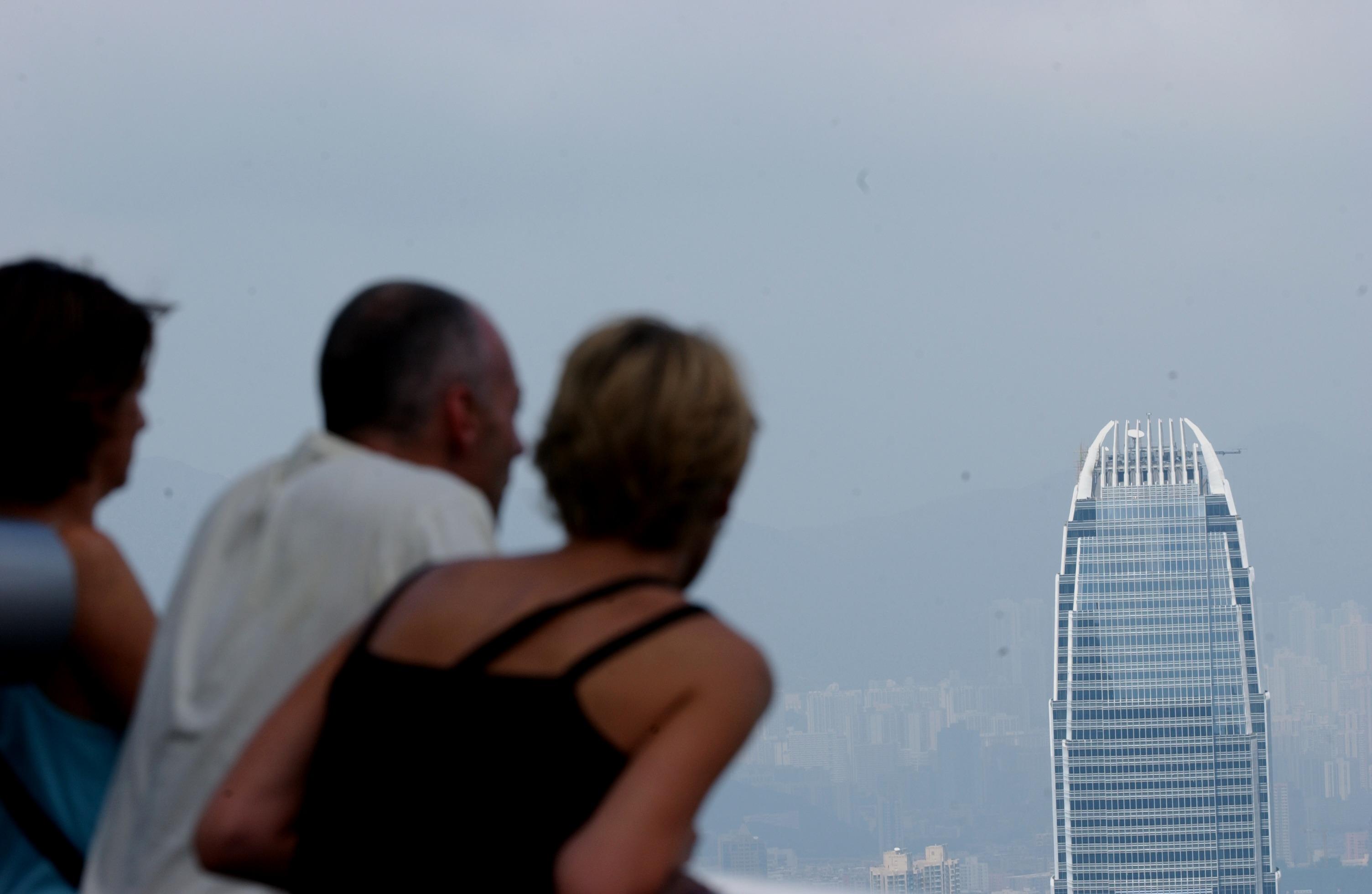 今年適逢香港回歸中國20周年,市面有很多談論這一話題的文字,本欄試圖從一個不同的視角,即以當年同為四小龍的台韓星港這一時段興衰易位。(亞新社)