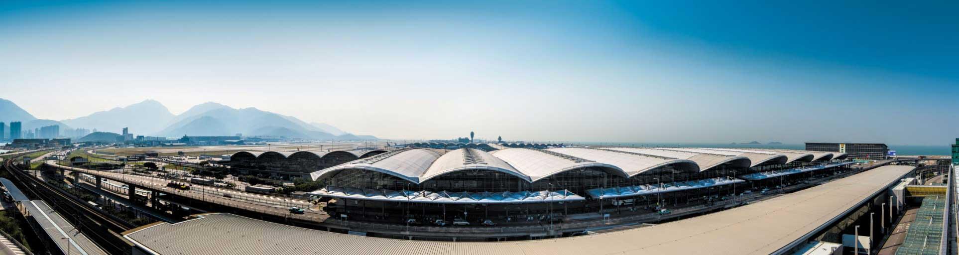 2017年Skytrax最佳機場排名中,香港國際機場位例第五,屬較前位置,惟落後區內競爭對手、榜首的新加坡樟宜機場4名。(香港國際檵場網頁)