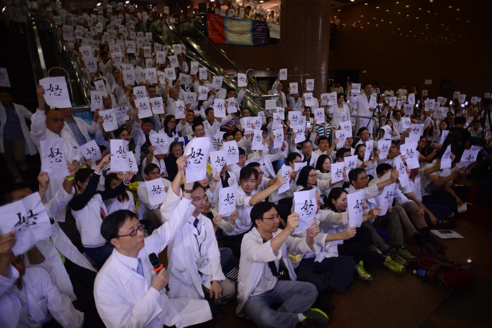 總有一天,香港社會需要認真想想,究竟醫療主要是一種社會服務,還是它亦可以更積極地以服務業的其中一環的姿態出現,成為一個重要的經濟部門呢?(亞新社)