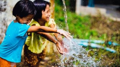 若家中只有一名小孩,家長可以鼓勵子女結識鄰舍小孩,一起玩耍。(Pixabay)