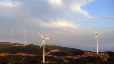 興建風力發電場等清潔能源項目,常利用綠色債券融資。(亞新社)