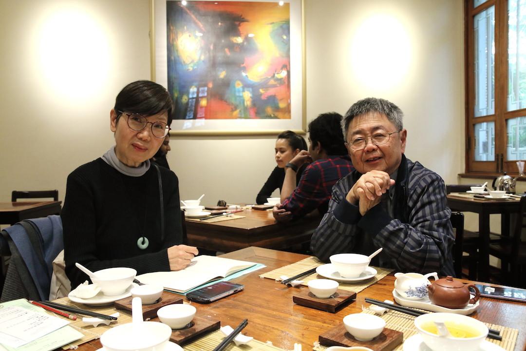 筆者和丁新豹博士在香港公園的樂茶軒內訪談。