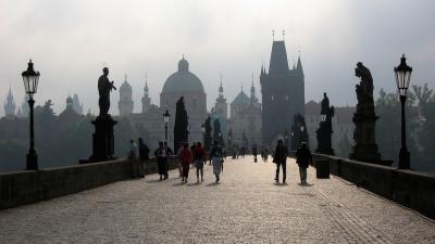 捷克首都布拉格的查理大橋,聯接老城與布拉格城堡最重要的通道。(Wikipedia Commons)