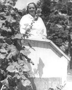 加拿大護士雷內凱撒從藥草羊酸模發現治癌配方,發明草藥茶。(網絡圖片)
