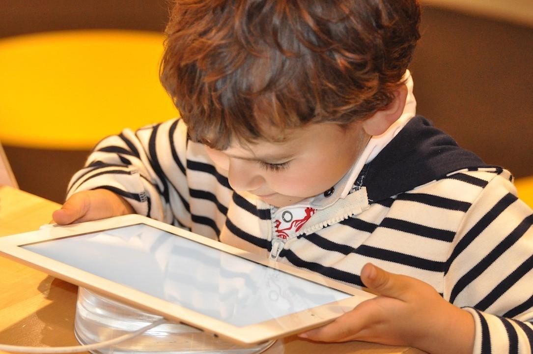 為小朋友裝備數碼智商及資訊素養,他們運用資訊科技會符合道德。 (Pixabay)