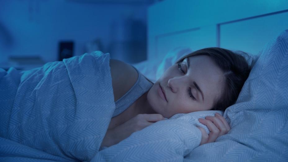 褪黑素可以用來幫助入睡和治療睡眠障礙。褪黑素在美國和加拿大是非處方藥,在中國為保健食品。(shutterstock)