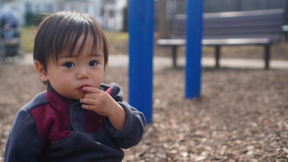 要讓兒童建立道德觀,不能要他們死記硬背,而是要讓成人以身教讓孩子模仿、理解。(PxHere)