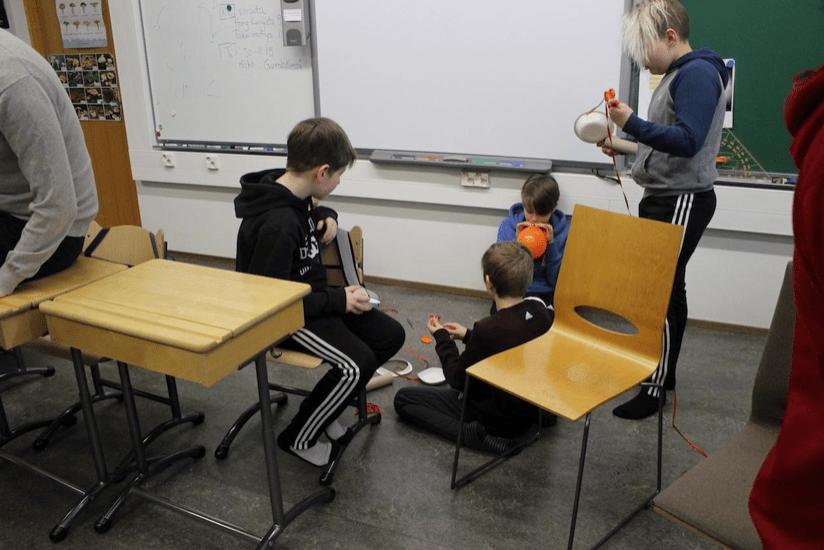 學生要能動手學,老師也要放手變。