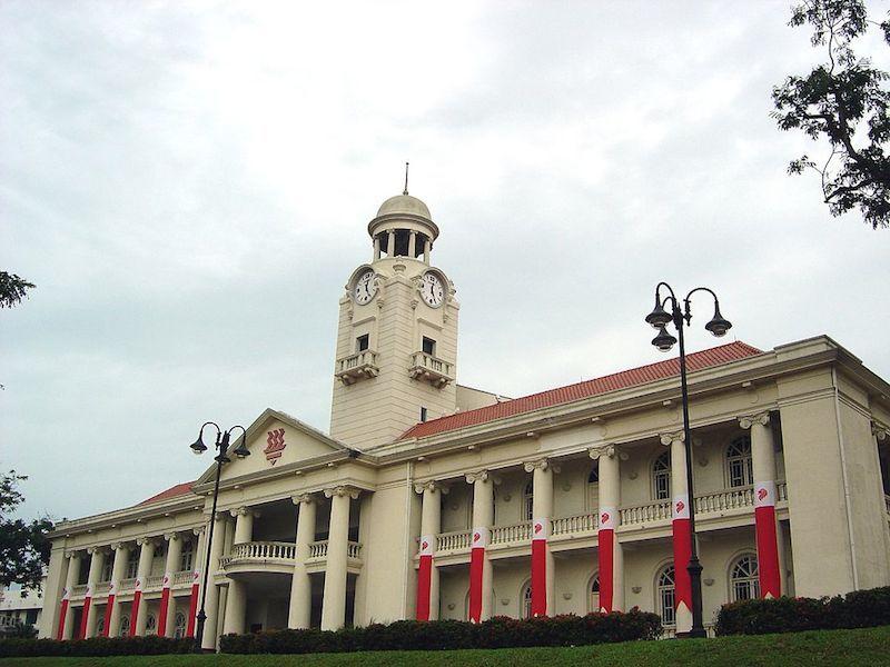 新加坡華僑中學為首批提供提供直通車課程的學府。(Wikipedia Commons)