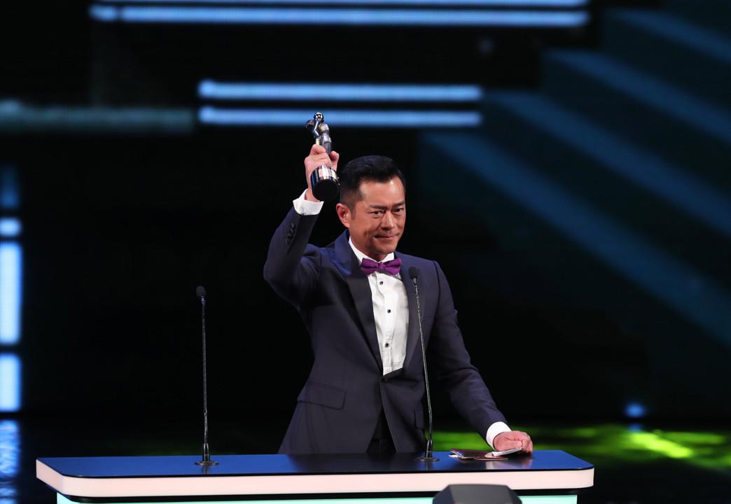 古天樂奪得今屆香港電影金像獎最佳男主角。他得獎時呼籲大家支持香港電影 。(亞新社)