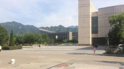 西安共有63所高校、幾個大學城,光是新建的長安大學城便佔地2,510公頃。(Wikipedia Commons)