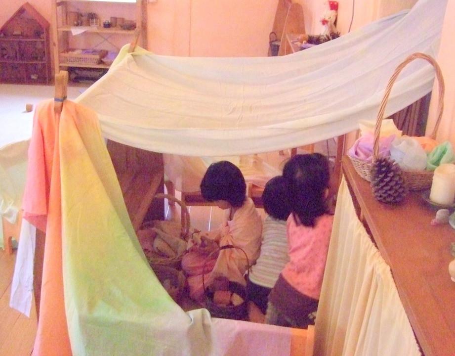 玩家家酒時,孩子會把社會和家庭教導他們的一套消化並呈現。
