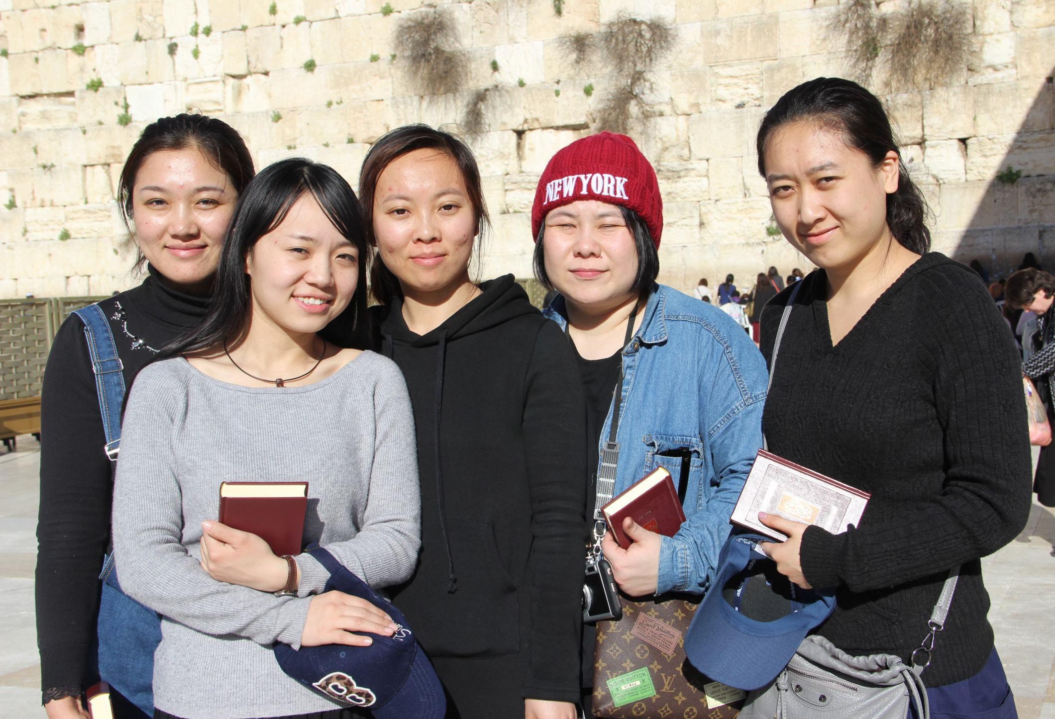 5位唐朝來華猶太人的後代,2016年從開封市「回到」以色列歸宗。(Shavei Israel圖片)