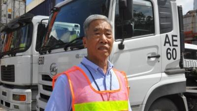 縱橫貨櫃碼頭46年的「排長」鍾志雄儘管感嘆今非昔比,但對香港貨櫃碼頭前景,仍然樂觀。