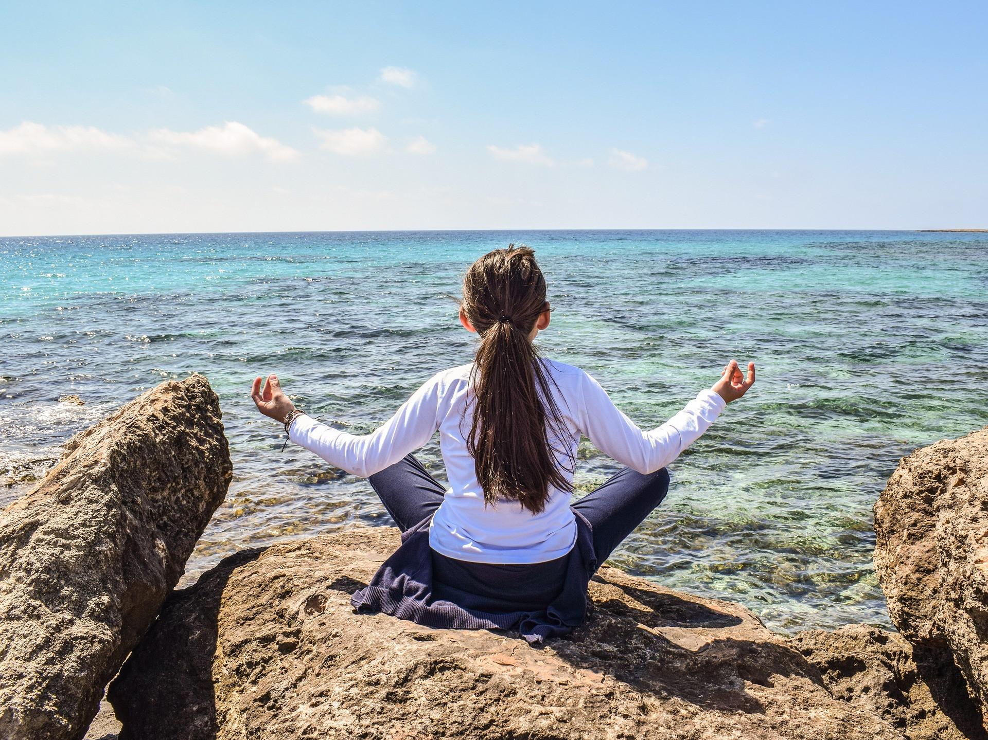 李玉瑩女士建議,靜坐對抑鬱症病人有寧神作用。(Pixabay)