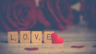 愛使人擺脫孤獨和痛苦