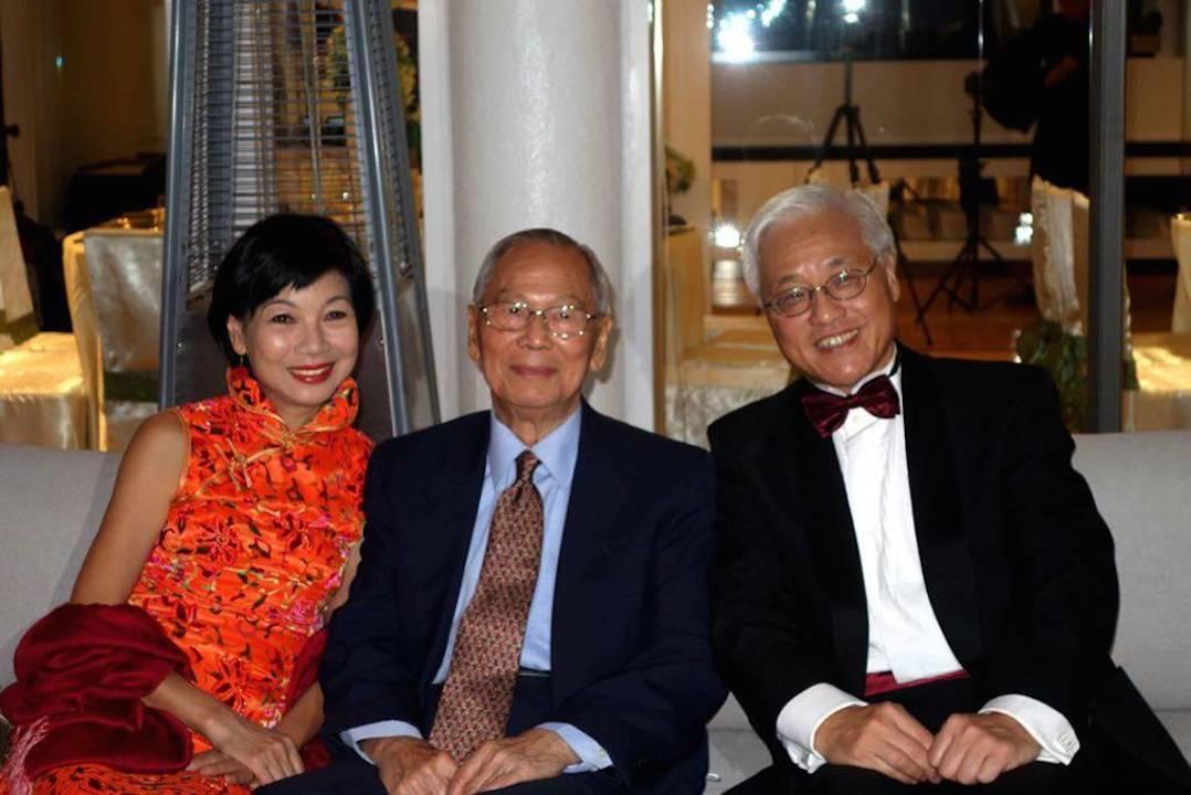 達安輝教授(左二)對譚廣亨教授(左三)影響深遠。