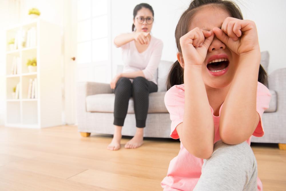 以暴力「教」出的孩子,豈非將會暴力示人?(Shutterstock)