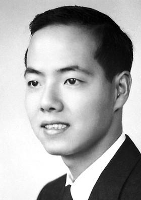 1957年,31歲的李政道與楊振寧一起因弱作用下宇稱不守恆的發現獲得諾貝爾物理學獎。(Wikipedia Commons)