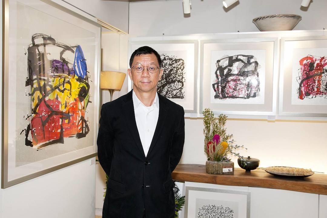 Terence說:「藝術使人重新思考,創造出新的空間來。」餐廳掛滿他的作品,跟着他學陶藝的學生,皆有自己風格。(GITONE 梓桐堂 Facebook)