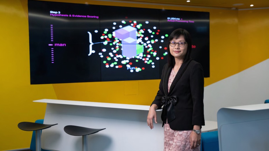 香港會計師公會會員陳凱音自2013年起擔任IBM香港的首席財務總監,於2017年出任首席營運總監。