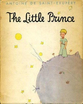 《小王子》的內容並不複雜:一個飛行員因為飛機故障迫降在荒無人煙的撒哈拉沙漠,在此地他遇見了來自B612行星的小王子。(Wikimedia Commons)