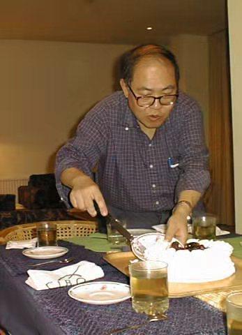 陳教授宴客事事親力親為。
