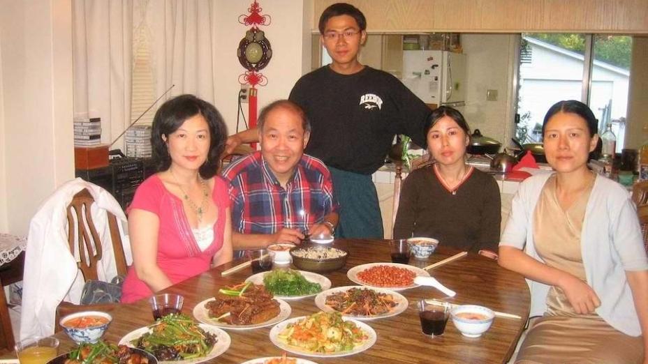 葉劉淑儀(左一)第二次留學史丹福大學與陳明銶教授(左二)等合影。(灼見名家圖片)