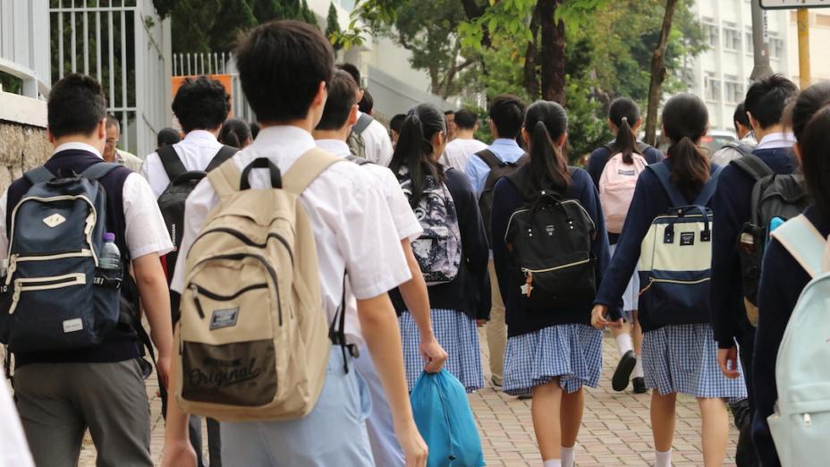 現在香港的小學階段、初中階段,都沒有了公開考試,但是教師還是有「教完」與「教不完」的概念。因此,學生「選擇」的餘地就不多。(灼見名家圖片)