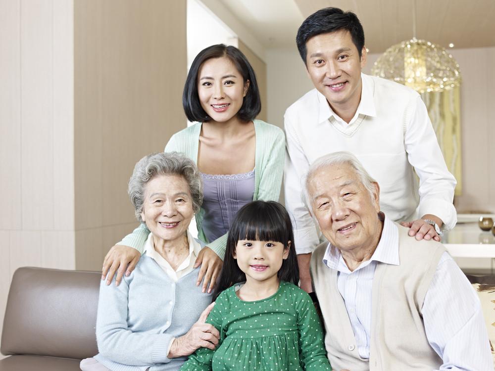 父母和長輩,在此之前,他們為我們做了他們能做的一切。可我們,能做的一切卻都不是為了他們呢。(Shutterstock)