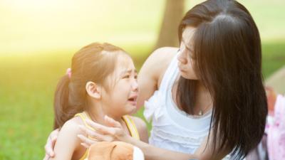 即使父母未必能提供豐富的經濟資源,若能多點鼓勵和支持青年人的升就選擇,已經足以對青年人的希望感帶來正面的影響。(Shutterstock)