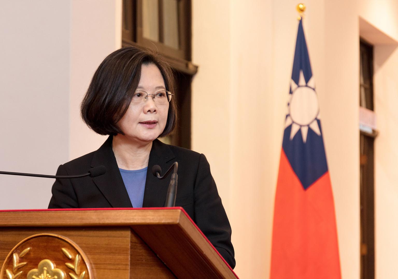 在台灣,總統蔡英文早前強調不會接受一國兩制與九二共識,以回應中國的「習五點」。(亞新社)