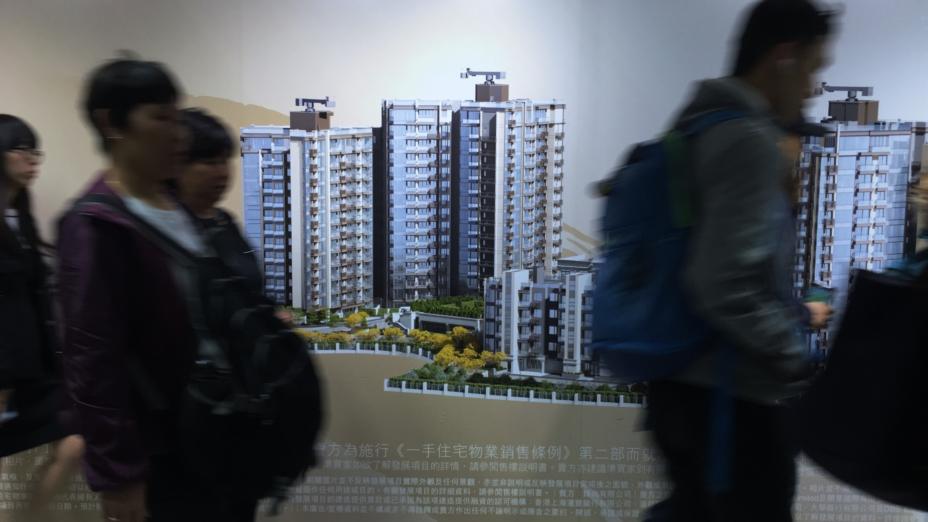 如果要樓價下跌,只要禁止地產商以高成數按揭賣樓。(亞新社)