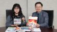 香港公開大學副校長(學術)關清平教授(右)、教育科技出版總監曾婉媚博士(左)分享大學30年來如何運用先進科技支援學生有效學習。
