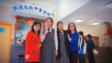 曹美娟校長(左一)和羅瑞蘭副校長(左四)攜手合作在學校推動正向教育,深受學生愛戴。