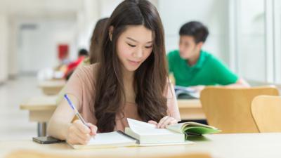 「學習檔案」,是學生學習生活的全面紀錄,也是可以避免純粹看分數「一試定終生」、「分數定高低」的一種機制。(Shutterstock)