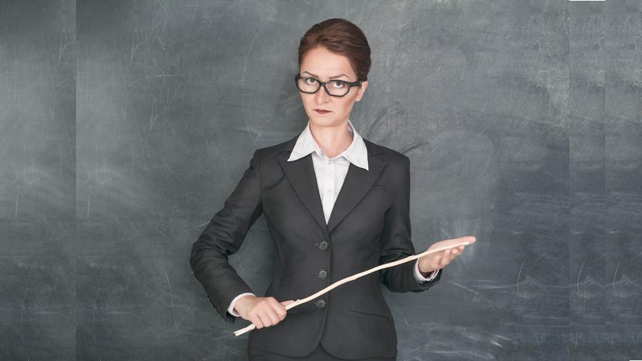 誠然,每所學校都會有特別嚴苛的老師,有時候老師的出發點不一定是壞的,但如果缺乏愛心和同理心,再好的理由也不會為他人所接受。(Shutterstock)