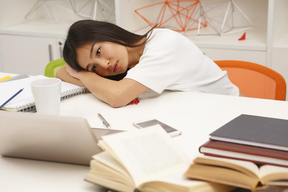 勤力工作本身沒有錯,但太長的工作時間是一個大問題,因為人生不光只有工作。(Shutterstock)