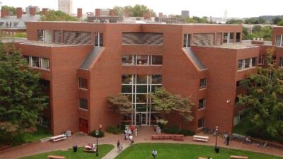 哈佛大學於1636年成立,雖然只得380多年之歷史,卻能與擁有920年的牛津大學匹敵。(Wikimedia Commons)