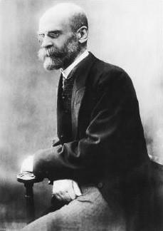 社會學家愛彌爾·塗爾幹(1858-1917)曾提出的「對個體的宗教崇拜」,可用作解釋人們選擇獨居的原因。(Wikimedia Commons)