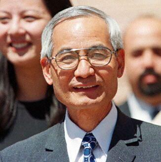 李文和是美籍華裔科學家,其實他來自台灣,是流體動力學專家,在敏感的單位拉斯阿拉莫斯國家實驗室工作。(百度百科)